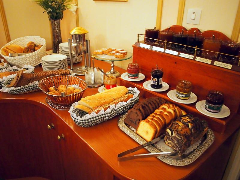 P3230256-breakfast-bread.JPG