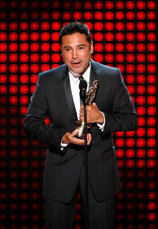 . LOS ANGELES, CA - SEPTEMBER 17:  Boxer Oscar De La Hoya accepts his Special Achievement in Sports Television award onstage at the 2009 ALMA Awards held at Royce Hall on September 17, 2009 in Los Angeles, California.  (Photo by Robert Benson/Getty Images For NCLR)