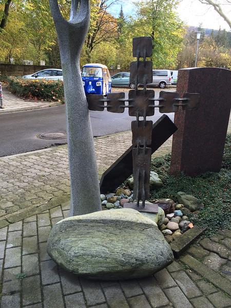 Kreuz auf Maggiafindling