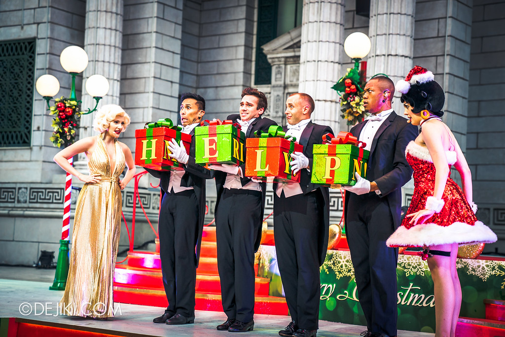 Universal Studios Singapore December Park Update - Santa's All Star Christmas 2016 / Under the Mistletoe show Marilyn vs Betty