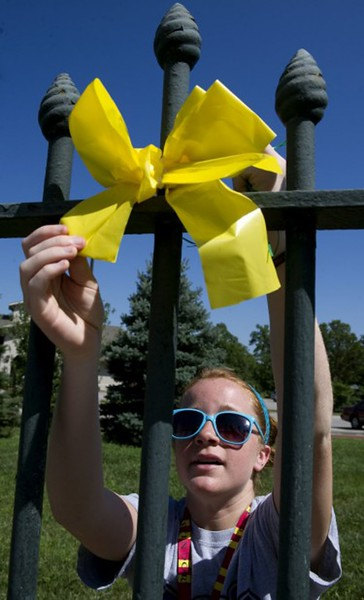 3868_ANG_Yellow_Ribbon_Tying10_752x1242.jpg