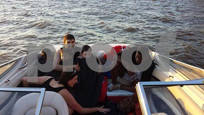 couple-boating-on-lake-palestine-helps-save-six-whose-boat-capsized