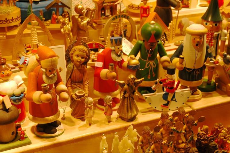 Christmas Decors: Smoking Men - Vienna, Austria