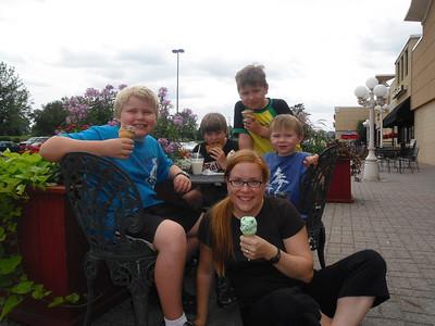 <b>July '09: Fun with Family in MN</b>