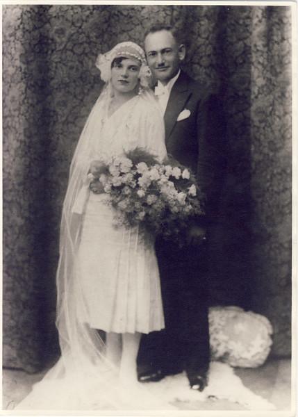 002b Meine Großeltern ca  1920.JPG