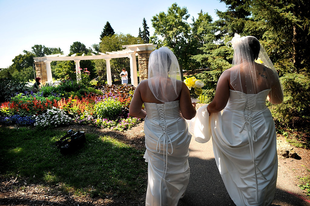 . Shirley, left, and Rochelle arriveat the location of their marriage ceremony in Como Park. (Pioneer Press: Jean Pieri)