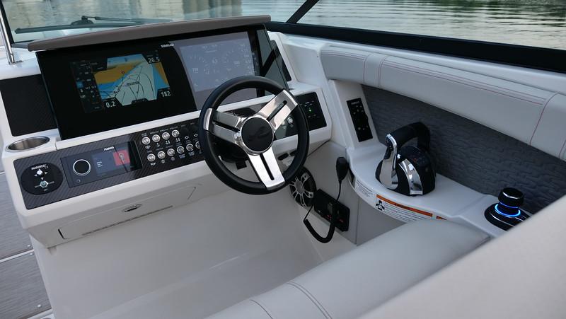 SLX-R-350-Outboard-helm-2.JPG