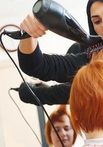 91210 Bride hairbrushing not touching the shoulder
