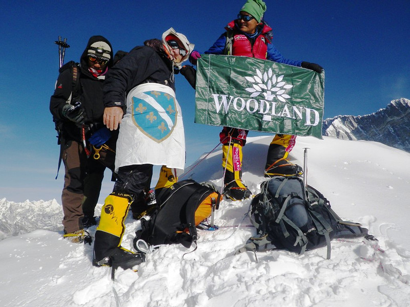 With Bosnian traditional flag at Island Peak (20,305ft = 6.189m) along with Lovraj from India.