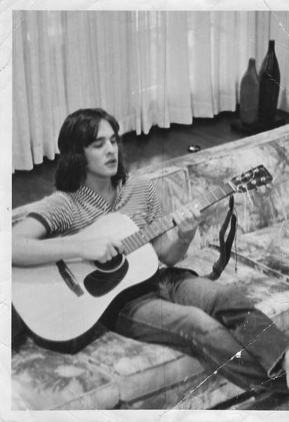 Tony Playing Guitar 1971.jpg