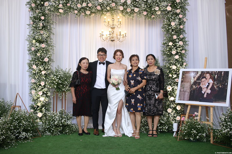 Vy-Cuong-wedding-instant-print-photo-booth-in-Bien-Hoa-Chup-hinh-lay-lien-Tiec-cuoi-tai-Bien-Hoa-WefieBox-Photobooth-Vietnam-094.jpg