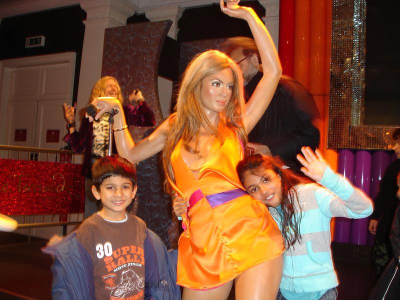 swati and kids in London 2008 173.JPG