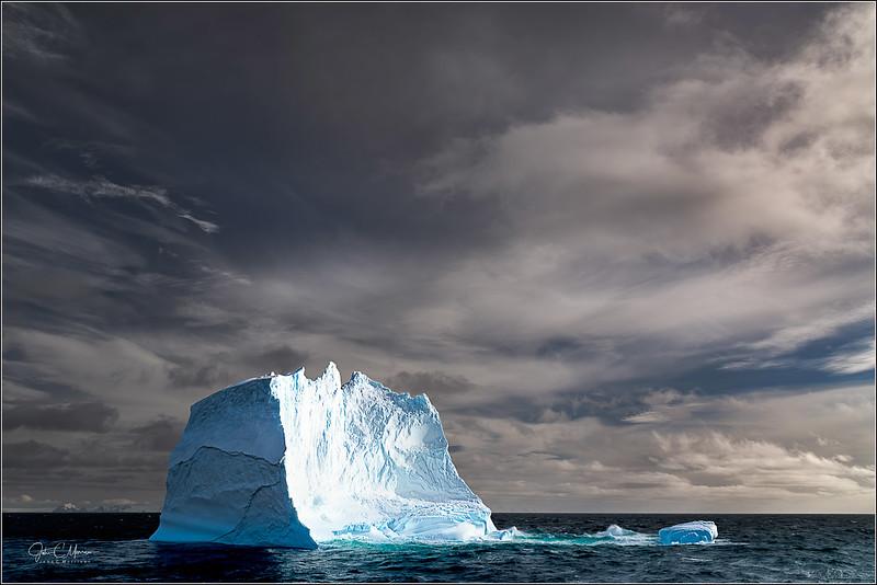 J85_7764 Iceberg Storm Sky LPTr4W.jpg