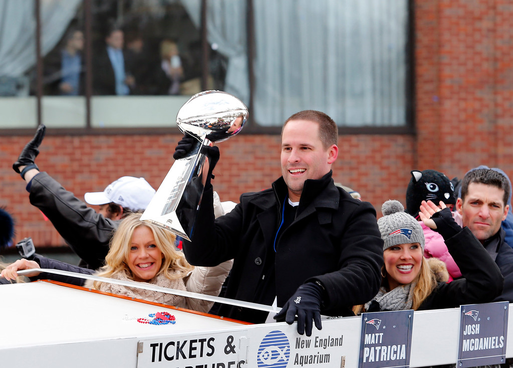 . New England Patriots offensive coordinator Josh McDaniels hold up a Lombardi Trophy during a parade in Boston, Wednesday, Feb. 4, 2015, to honor the NFL football team\'s victory over the Seattle Seahawks in Super Bowl XLIX in Glendale, Ariz. (AP Photo/Winslow Townson)