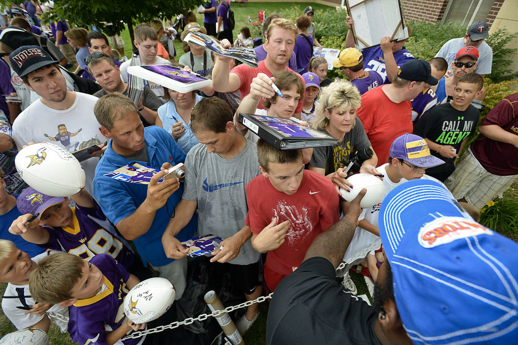 . Vikings rookie defensive tackle Sharrif Floyd faces his new fan base with pen in hand at training camp.  (Pioneer Press: Ben Garvin)