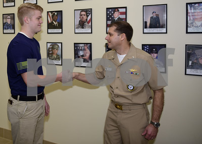 tyler-native-and-future-us-navy-sailor-given-commanders-coin-for-standing-out-in-the-delayed-entry-program