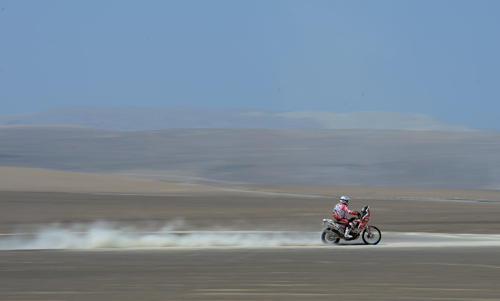 . PISCO, PERU - JANUARY 07:  A rider competes during the stage from Pisco to Nazca on day three of the 2013 Dakar Rally on January 7, 2013 in Pisco, Peru.  (Photo by Shaun Botterill/Getty Images)