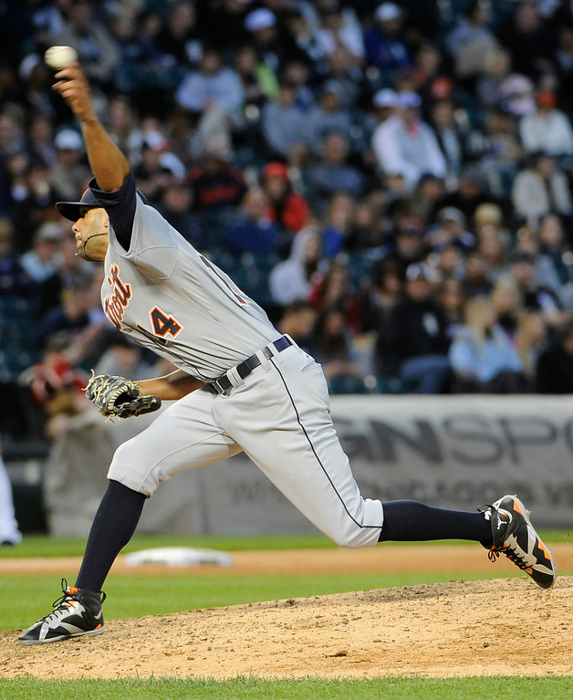 . Detroit Tigers starting pitcher David Price (14) throws against the Chicago White Sox during the sixth inning  of a baseball game, Saturday, June 6, 2015 in Chicago.  (AP Photo/David Banks)