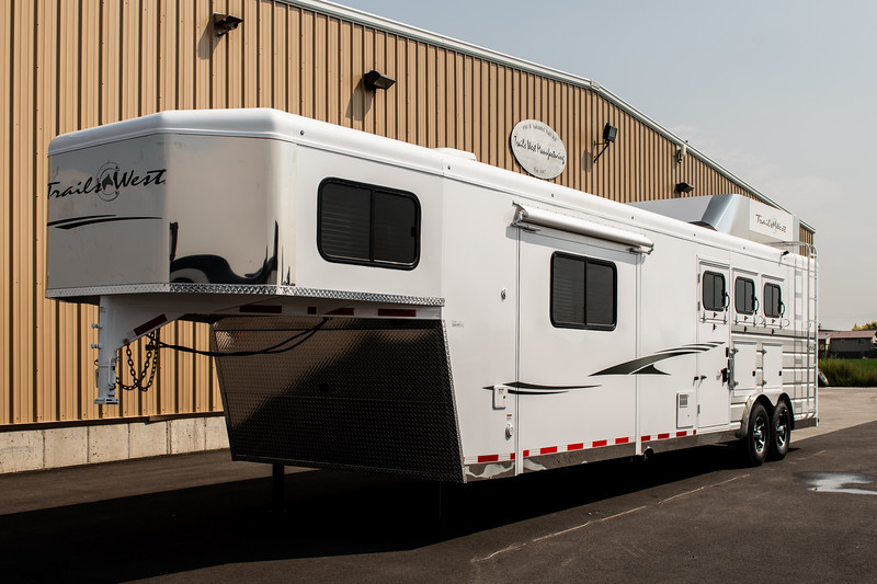 2019 TW Horse Trailers & Tack Rooms-241-2.jpg