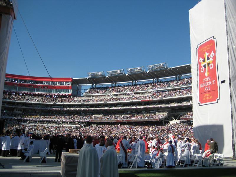 Pope Mass Nats Stadium 4-17-08 032.jpg