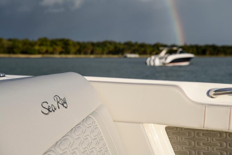 2021-SLX-R-400-e-Outboard-distant-rainbow-01.jpg