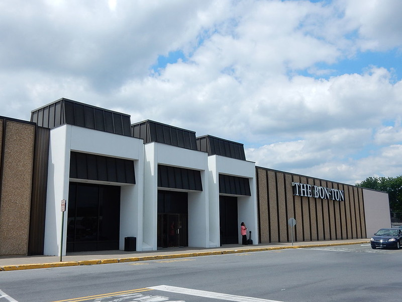 South_Mall,_Allentown_PA_02.JPG