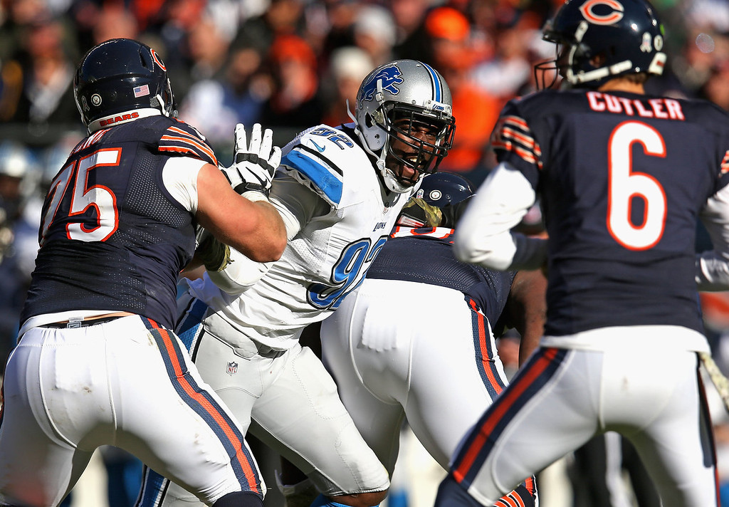 . Devin Taylor #92 of the Detroit Lions rushes against Kyle Long #75 of the Chicago Bears as Jay Culter #6 looks to pass at Soldier Field on November 10, 2013 in Chicago, Illinois.  (Photo by Jonathan Daniel/Getty Images)