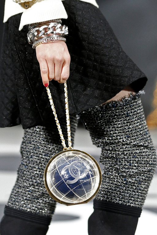 . A model presents a creation by German designer Karl Lagerfeld for French fashion house Chanel as part of his Fall-Winter 2013/2014 women\'s ready-to-wear fashion show during Paris fashion week March 5, 2013.   REUTERS/Charles Platiau