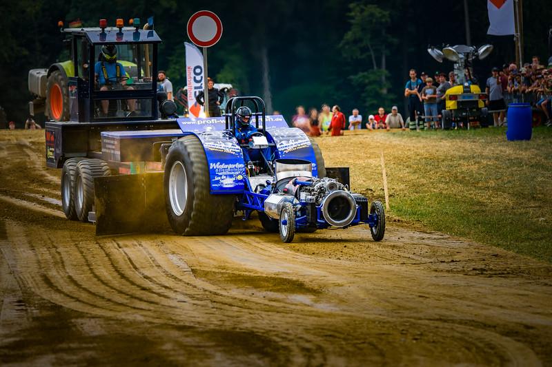 Tractor Pulling 2015-02317.jpg