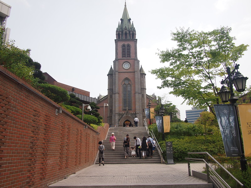 P6283932-steps-to-myeong-dong-cathedral.JPG