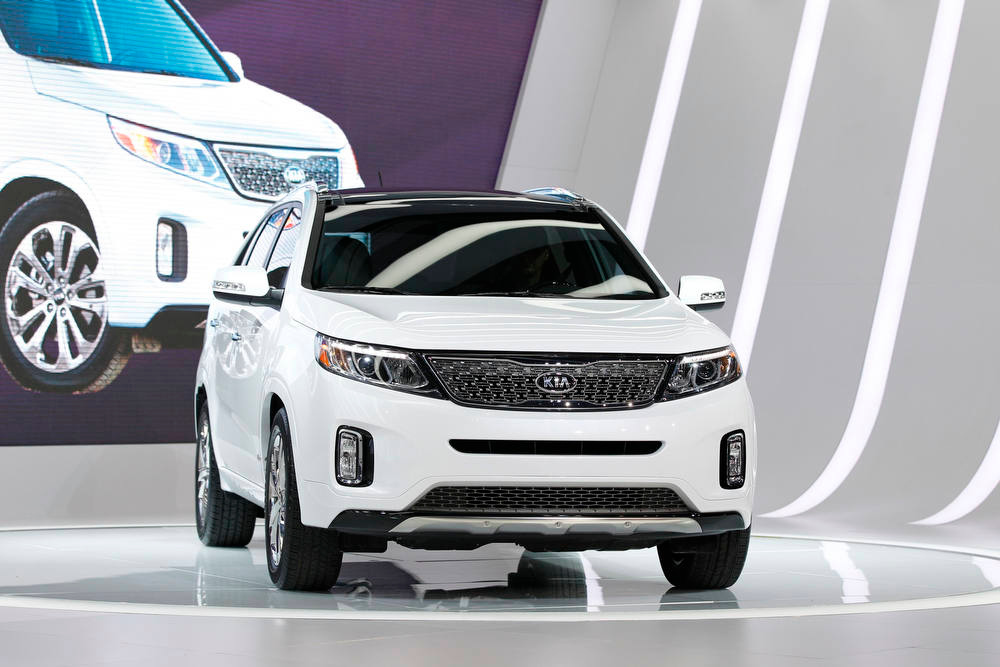 . The 2014 Kia Sorento is presented at the 2012 Los Angeles Auto Show in Los Angeles, California November 28, 2012.  REUTERS/Mario Anzuoni