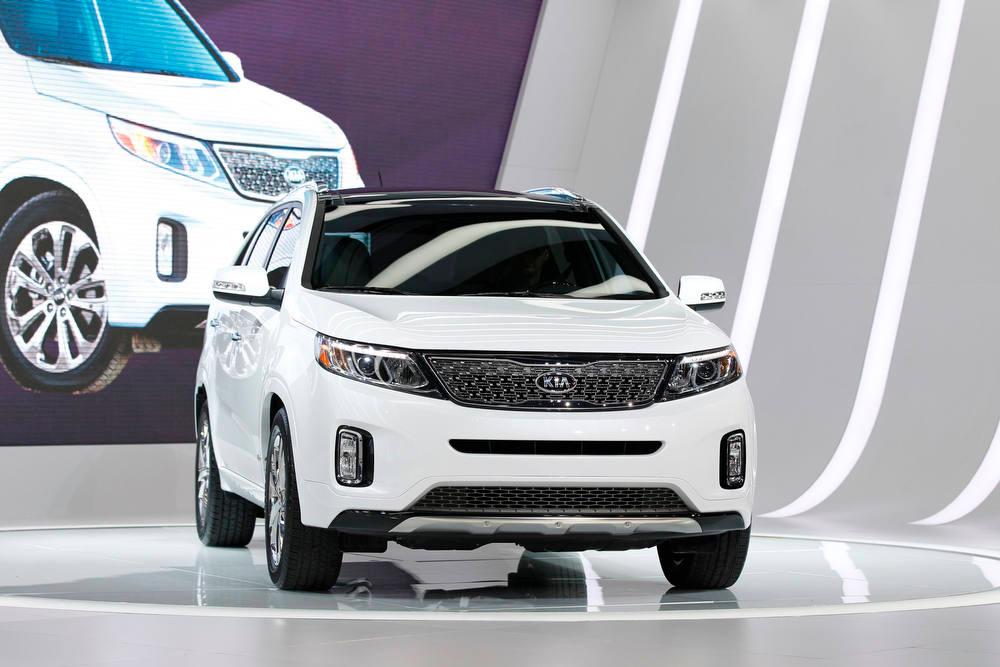 Description of . The 2014 Kia Sorento is presented at the 2012 Los Angeles Auto Show in Los Angeles, California November 28, 2012.  REUTERS/Mario Anzuoni