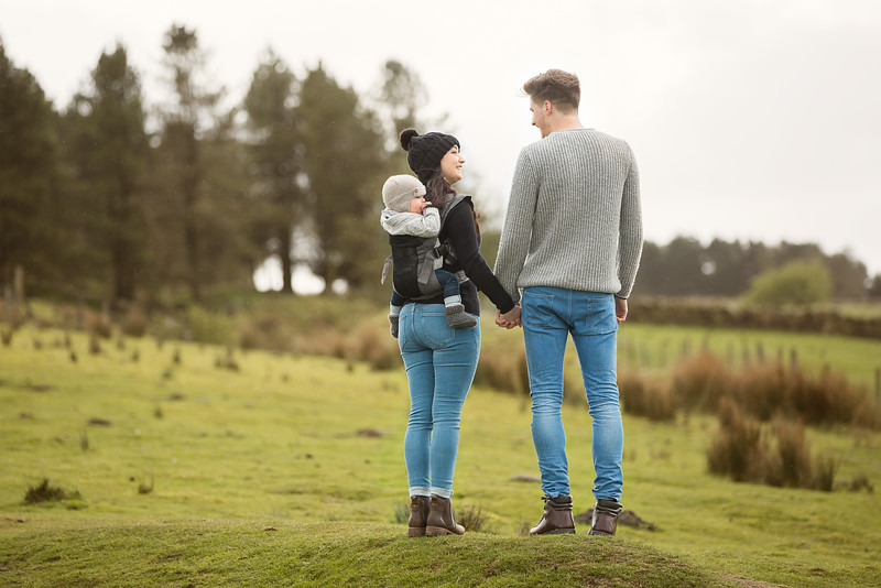 Izmi_Baby_Carrier_Breeze_Mid_Grey_Lifestyle_Back_Carry_Couple_In_Distance_Landscape.jpg