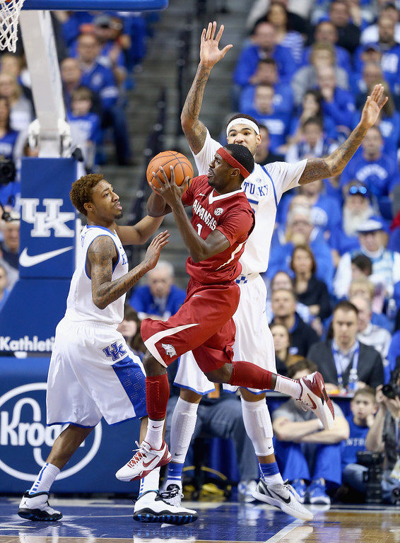 . Mardracus Wade #1 of the Arkansas Razorbacks passes the ball during the game against the Kentucky Wildcats at Rupp Arena on February 27, 2014 in Lexington, Kentucky.  (Photo by Andy Lyons/Getty Images)
