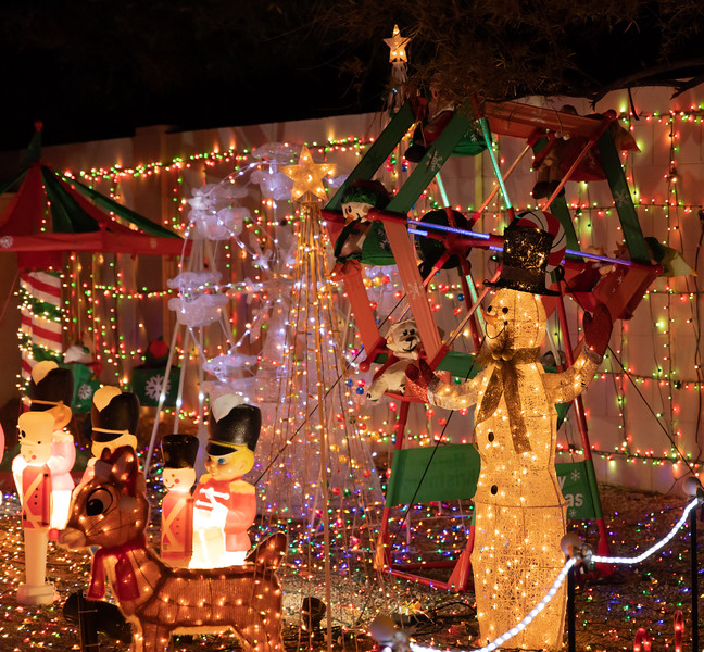 Phoenix Adobe Highlands Neighborhood Lights December 24, 2018  19.jpg