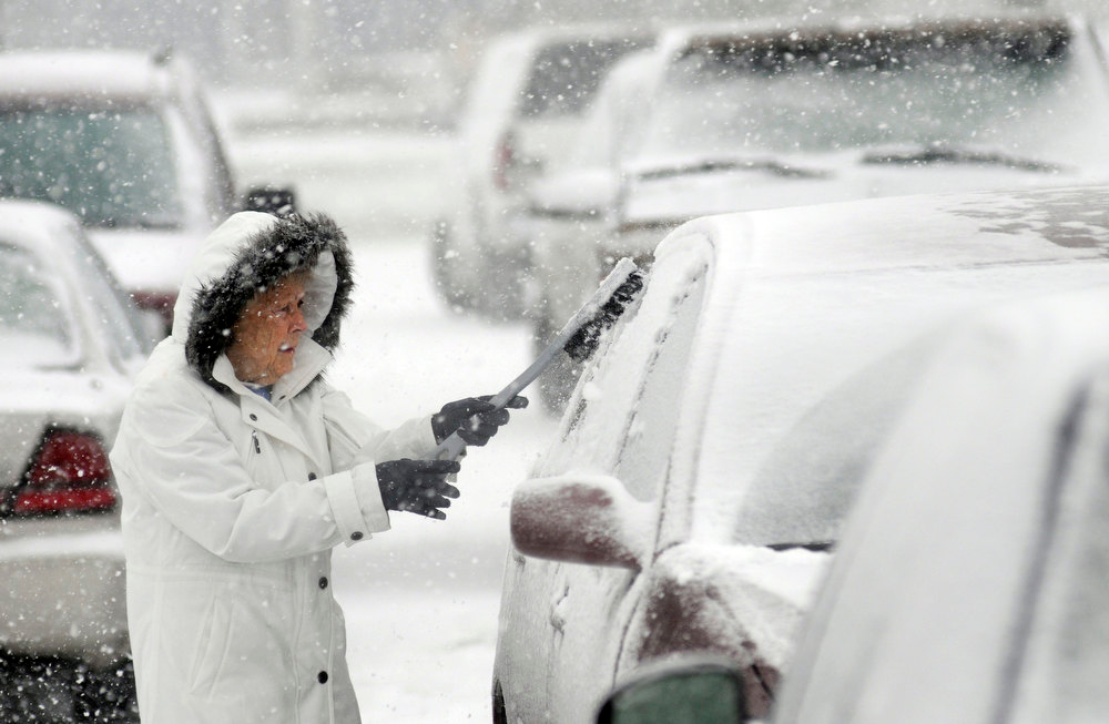 Description of . Helen Earley cleans off her car in the parking lot of Hawkins Market in Ashland, Ohio Wednesday, Dec. 26, 2012 after buying groceries. (AP Photo/Ashland Times-Gazette, Tom E. Puskar)