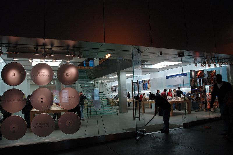 雖然夠大夠寬敞不夠炫麗度並不如東京銀座或紐約第五大道上的Apple center