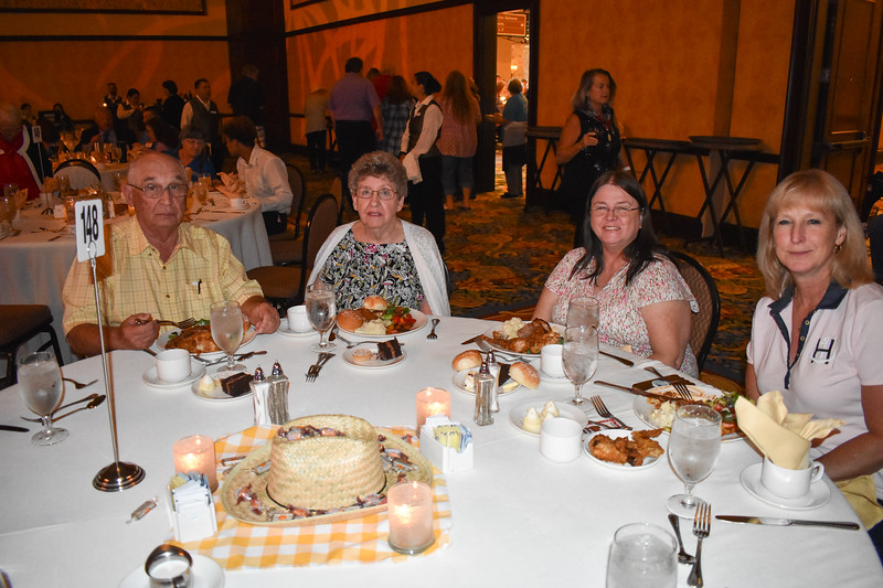 Banquet Tables 180153.jpg