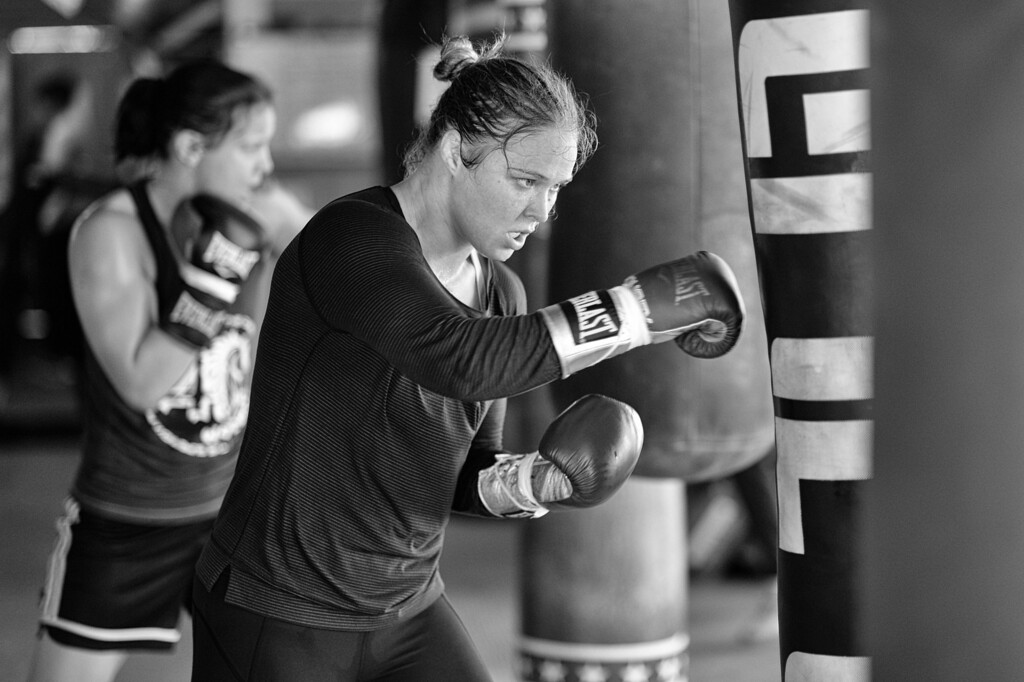 . Ronda Rousey and Shayna Baszler hit the heavy bags at the Glendale Fighting Club in Glendale. (Photo by Hans Gutknecht/Los Angeles Daily News)