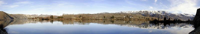 Lake Chelan Panorama.jpg