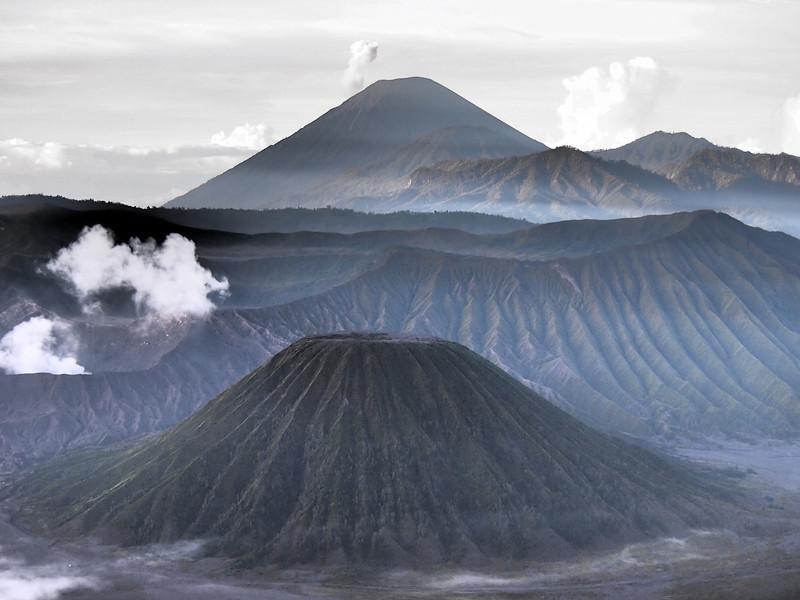 P4166923-bromo-mountains-dramatic-tone.JPG