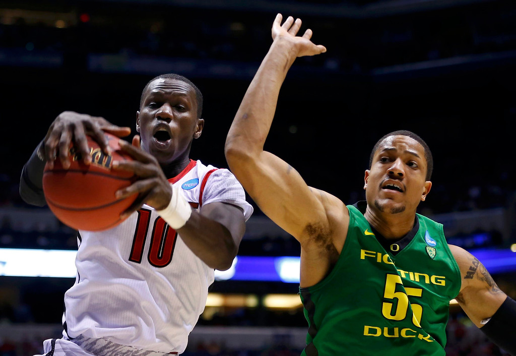 . Louisville Cardinals center Gorgui Dieng (10) pulls down a rebound against Oregon Ducks center Tony Woods (55) during their Midwest Regional NCAA men\'s basketball game in Indianapolis, Indiana, March 29, 2013. REUTERS/Jeff Haynes
