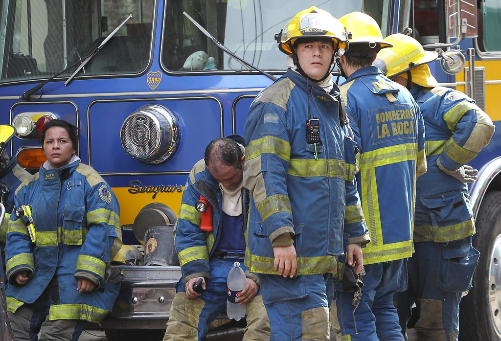 . Argentine firefighters mourn after the death of nine members of the emergency team during a fire at a warehouse located in southern Buenos Aires, Argentina, 05 February 2014. EPA/DAVID FERNANDEZ