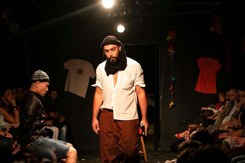 Allan Bravos - Fotografia de Teatro - Indac - Migraaaantes-280.jpg