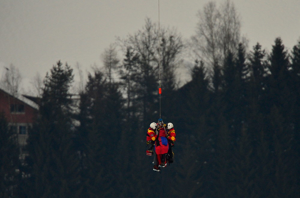 Description of . USA Lindsey Vonn is transported by helicopter after a fall during the women's Super-G event of the 2013 Ski World Championships in Schladming, Austria on February 5, 2013.  FABRICE COFFRINI/AFP/Getty Images