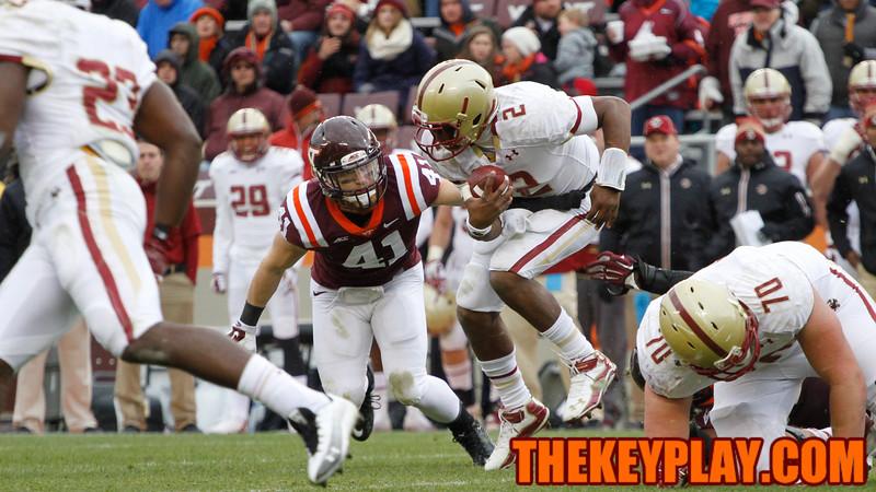 Boston College QB Tyler Murphy (2) tries to get around Derek Di Nardo (41). (Mark Umansky/Thekeyplay.com)