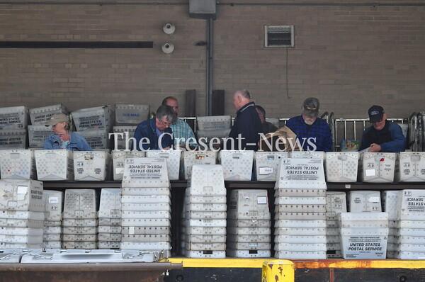 05-11-19 NEWS Postal Service Food Drive