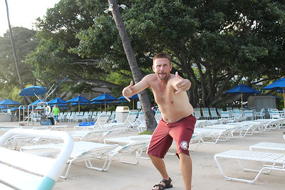 Hanging out @ Hale Koa Pool