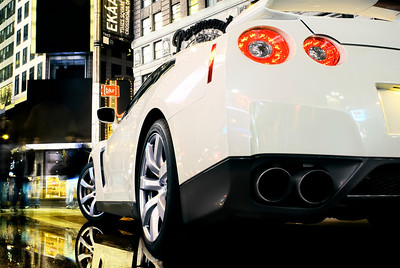 Times Square: Cadillac CTS-V, Nissan GT-R, Saturn Sky Redline