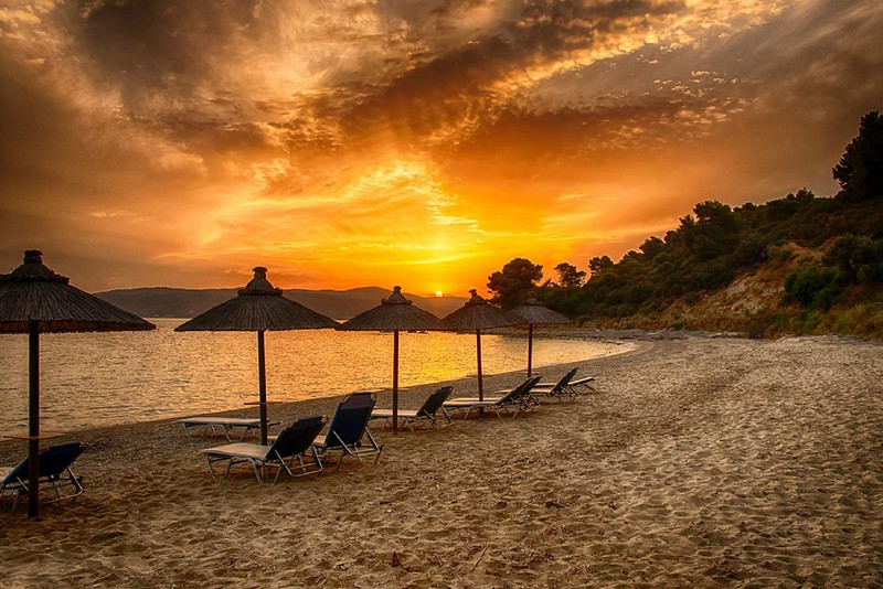 West Skiathos Beach Sunset (Koukounaries).jpg